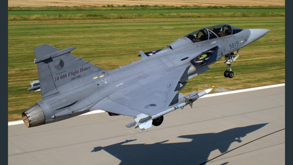 Who would win in a close range dog fight F-16 or Saab Gripen
