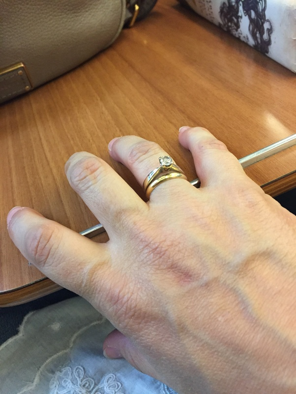 Do Spanish people wear a wedding ring on their right hand Quora