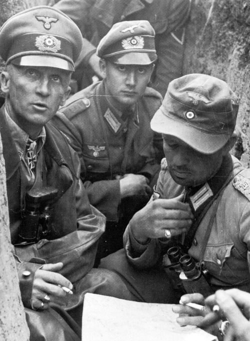 Why did WW2 German infantry officers wear what appears to be