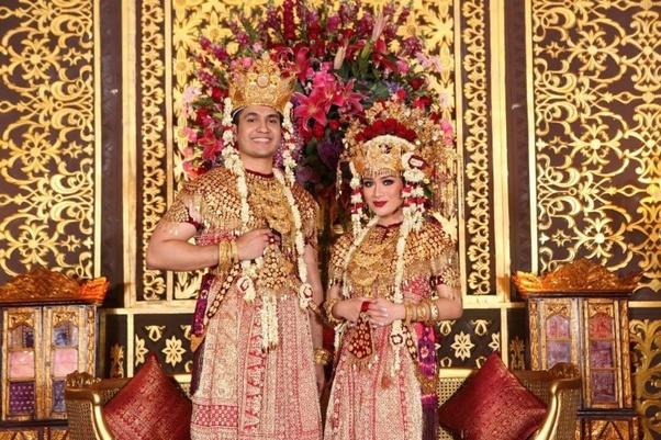 Apa budaya Indonesia yang memiliki prosesi pernikahan paling