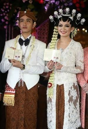 Why do Arab brides wear western wedding dresses? What is the ...