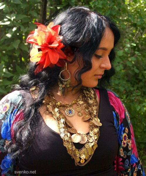 DIY gypsy costume.  How to make a gypsy halloween costume.  renaissance gypsy costume ideas, diy fortune teller costume, diy gypsy costume accessories, how to make a gypsy costume at home, gypsy halloween costume, how to make a renaissance gypsy costume