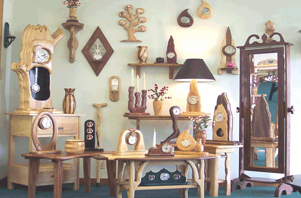 Agra: Agra Is Famous For The Wooden Handcrafted Items Like Door Well,  Wooden Watch And Other Decorative Items In Wood.