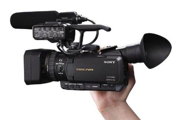 Which the best video camera for tv production in low for Camera it web tv