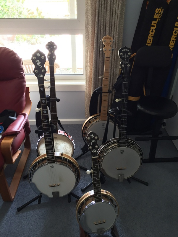 Which one is preferred for beginners, a 4-string or a 5