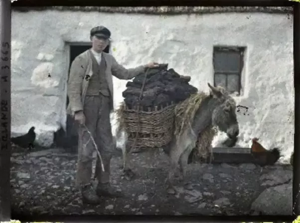 What Are The Characteristics Of Traditional Irish Garb
