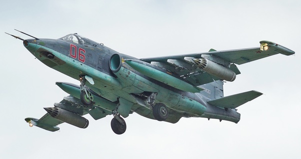 How does the Russian SU-25 compare with the American A-10