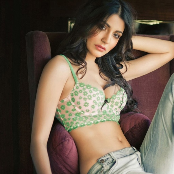 anushka sharma hot boobs photos