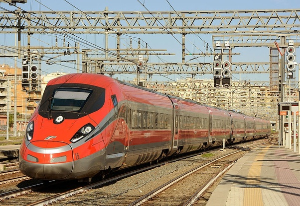 ... 400 km/jam. dan kereta ini bertenaga mesin disel tidak seperti kereta api cepat di Jepang dan Tiongkok yang adalah kereta Maglev (MAGnetic LEVitation)) ...