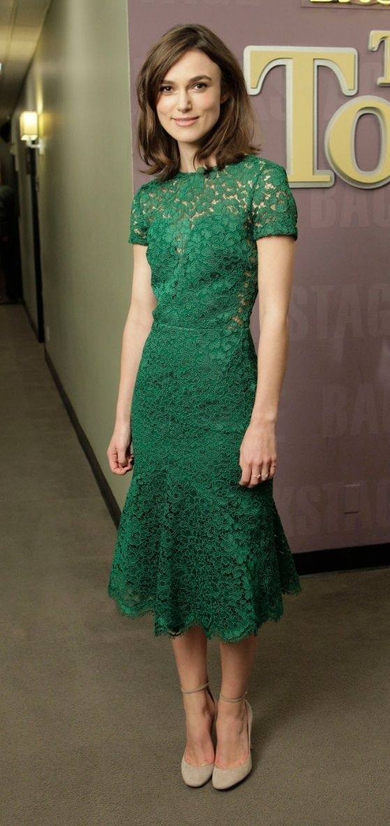 What color shoes and accessories should I wear with a dark green dress? - Quora