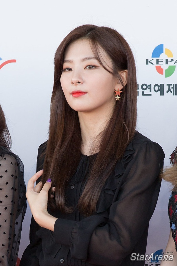 Which Female K Pop Idols Have The Biggest Faces In Comparison To The Rest Or Different Face Shapes Not A Marked V Line Quora