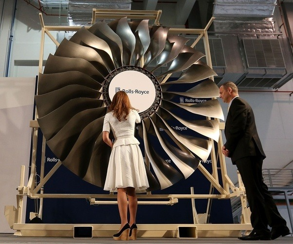 Jet Engine Fan Blades : Why do jet engines have fewer and fan blades quora