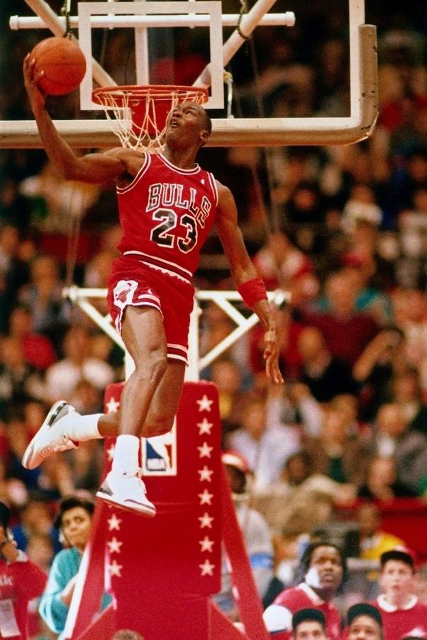 Who Dunks Better Michael Jordan Or LeBron James