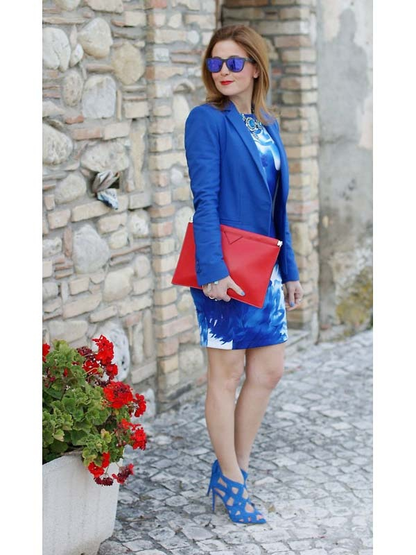 Above  Here s how to wear blue shoes with a cobalt blue dress. To break up  the all-blue outfit color scheme c3f52d6bbae
