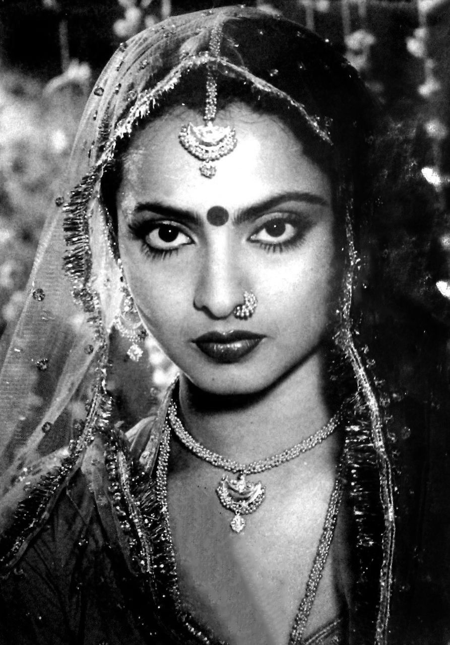 The actress Rekha who is quite popular in Bollywood was born to Telugu  actress Pushpavalli and Tamil star Gemini Ganesan. Rekha has also shown her  mark in ...