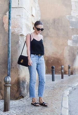 what shoes to wear with light jeans
