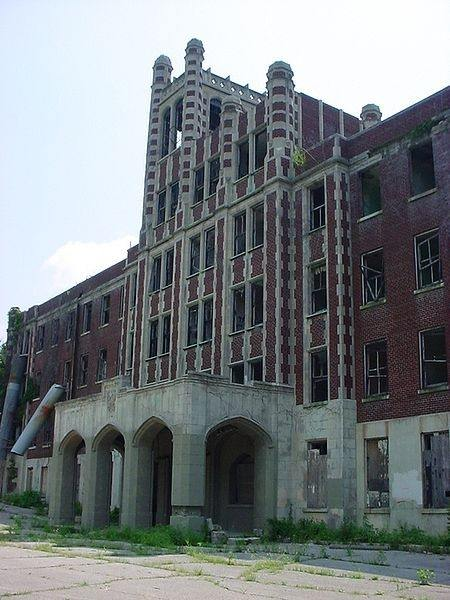 There Are Quite A Few Pictures Of Waverly Hills Whether You Believe In Ghosts Or Not Can T Deny How Creepy The Place Is Even Daytime