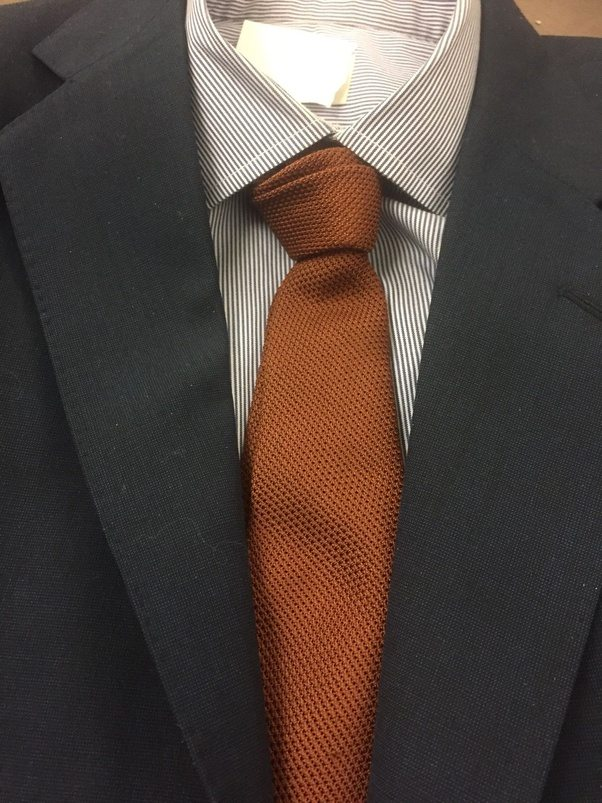 What Color Shirt And Tie Should I Wear On A Navy Blue Suit
