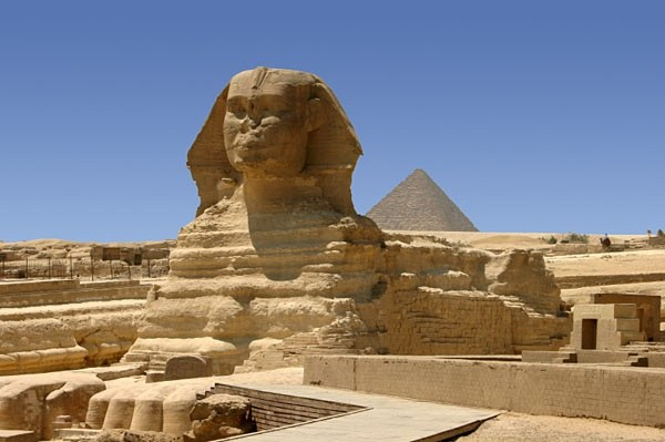 is the sphinx bigger than the pyramids quora
