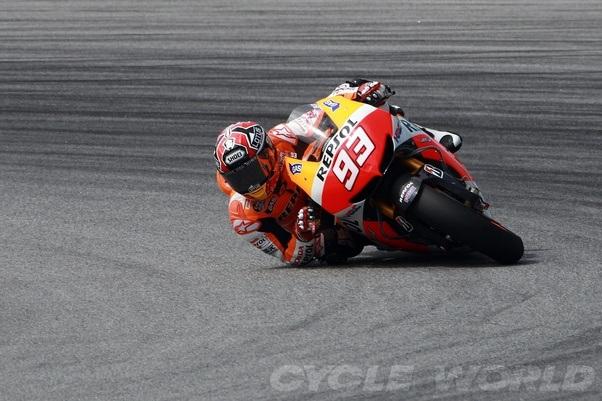 Ducati Knee Dragging
