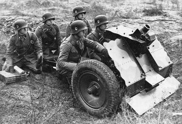 Image result for German  7.5cm LE.IG 18 infantry support gun