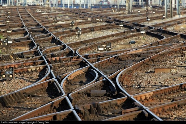 Levers Train Tracks O N : How do trains change tracks while running quora