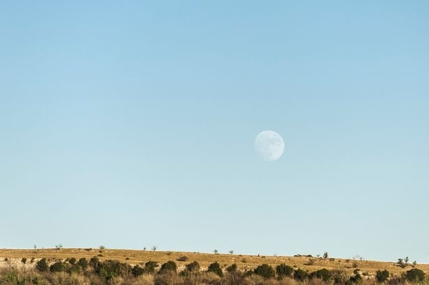 Why can you see the Moon even though it's daytime? - Quora