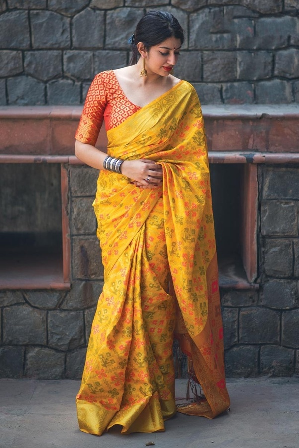 f3e7d9522b137 Which colour blouse will suit for a lemon yellow saree  - Quora