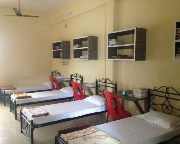 What Are Some Of The Best Boys Hostels With Good Food