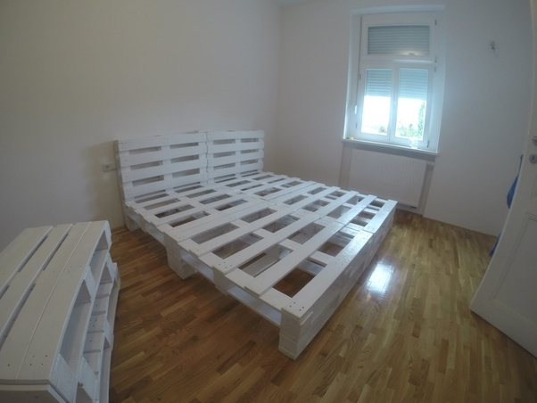 4 Of Them Are Your Bed Actually 2 Pallets Headboards And For The Remaining Two Cut Pieces Us It To Lift From Floor