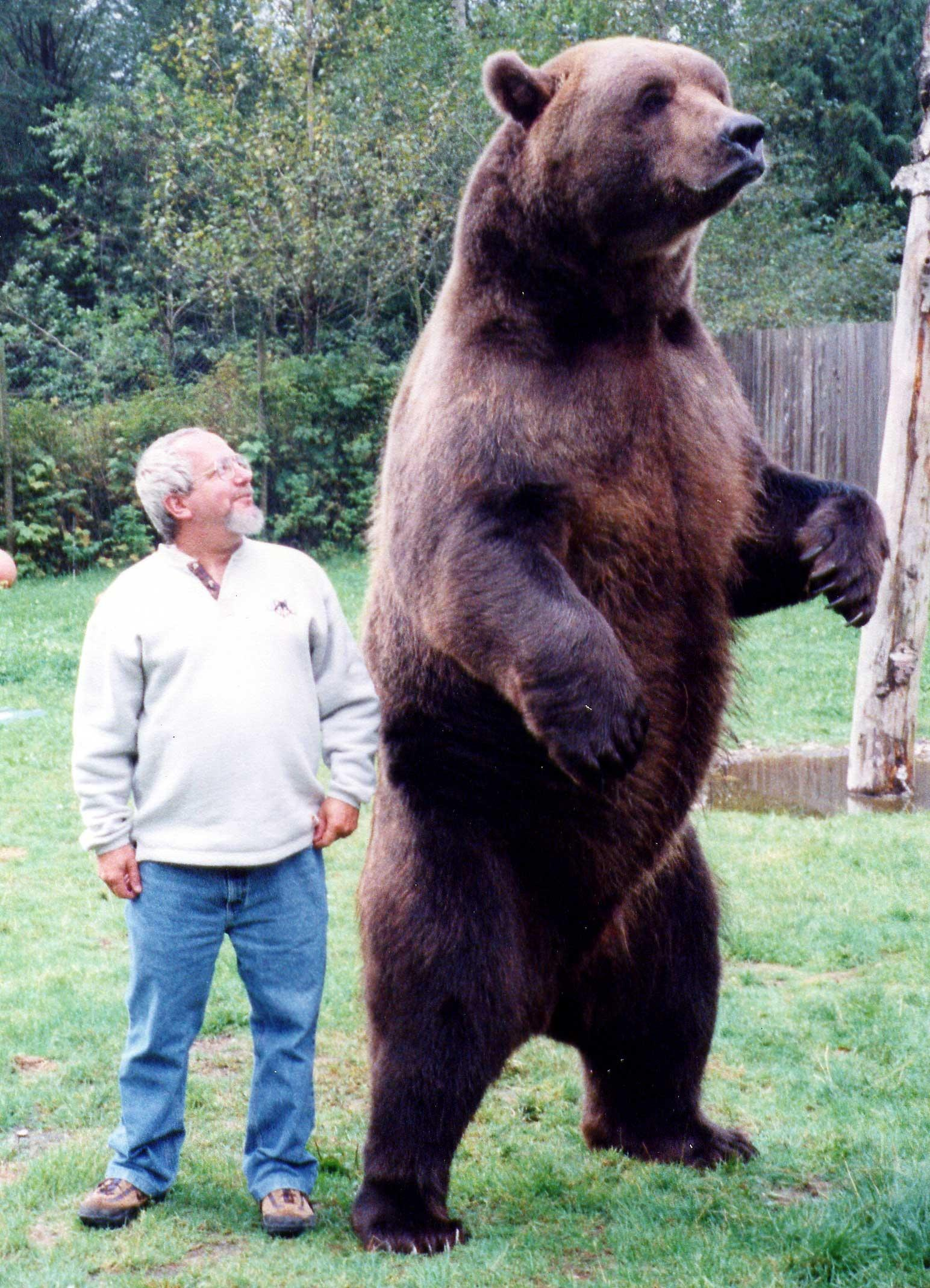 Running Bear - The Story of a 10 Foot Tall Man