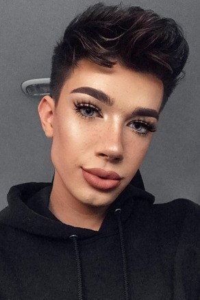 To summarize: A man that wears make-up is not a drag queen. A drag queen is a person that adopts this drag-style makeup for the purpose of entertainment.