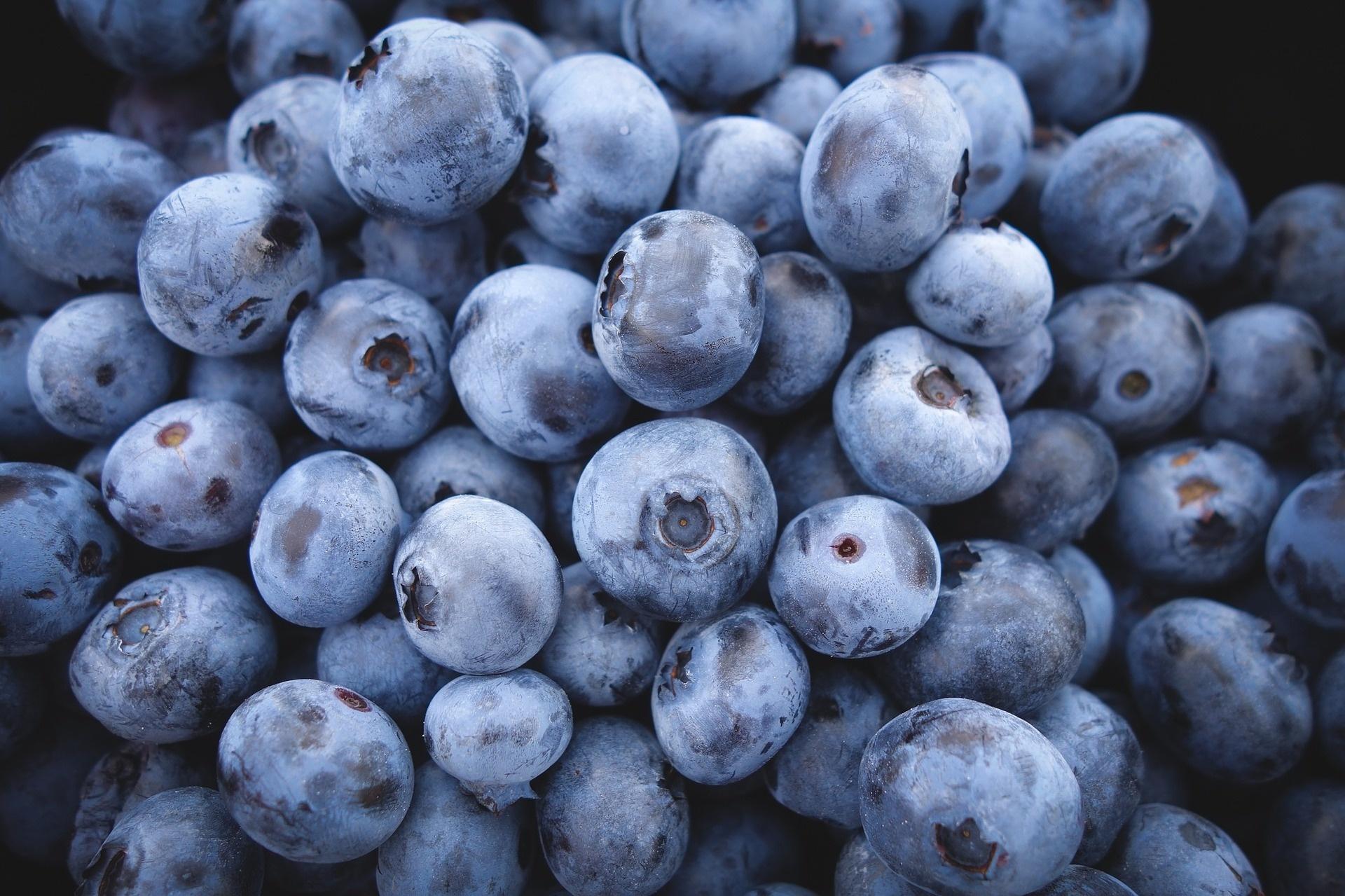12 Insane Health Benefits of Blueberries