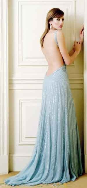 e4911ebfb752 Like these image you can wear backless dresses anywhere.