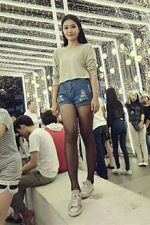 0a5a4881d23 Here are some specific reasons why do girls like wearing shorts :-  Self-comfort in extremely ...