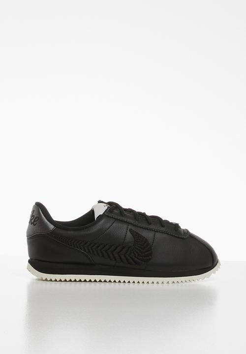 plus de photos cecbf d4f4f Where can I buy Nike shoes? - Quora
