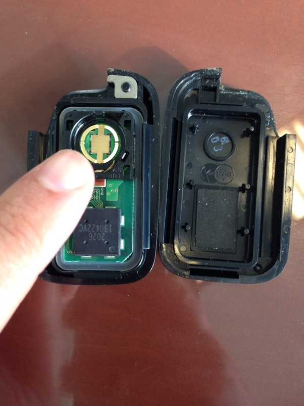 change  keyless entry remote battery    lexus rx  quora