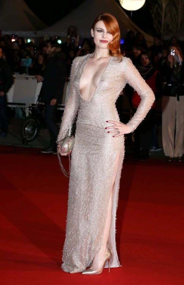 Why do Hollywood actresses wear revealing dresses at award functions ...