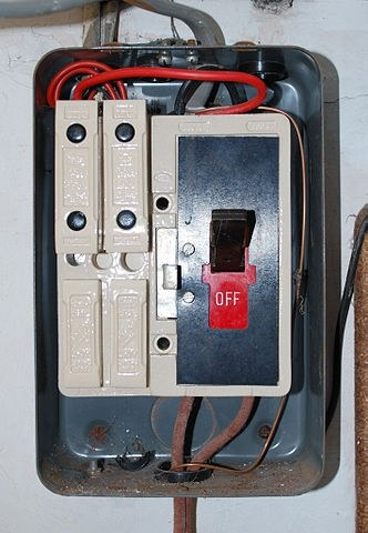 how to change a fuse in a traditional fuse box quora. Black Bedroom Furniture Sets. Home Design Ideas