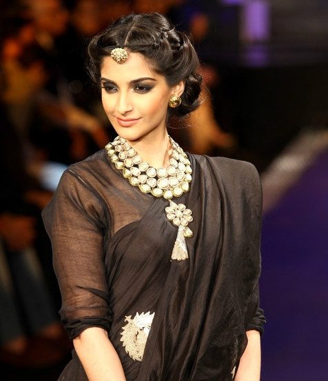 Which Colour Of Jewelry Is Best For A Black Saree Quora