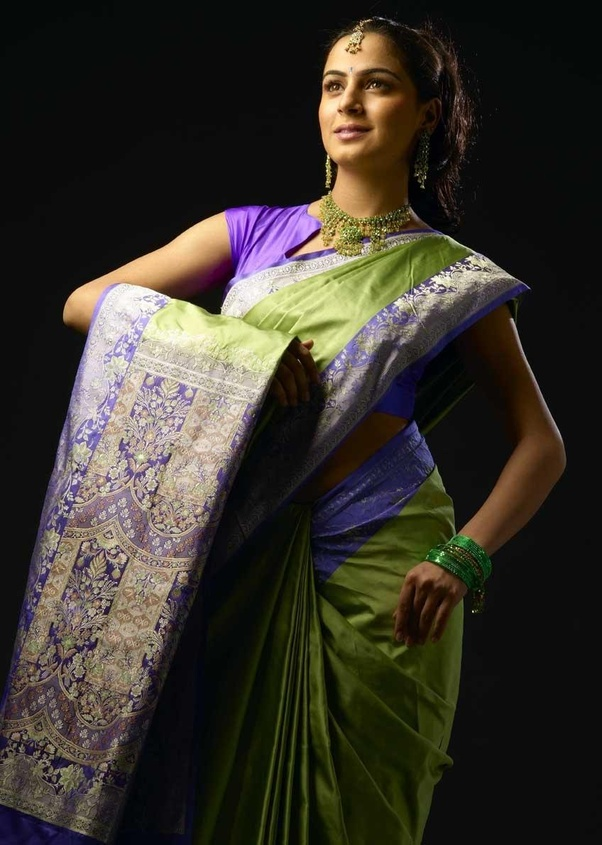 8601a7e403a2fc The style of the sarees and also the way women wear it differs. For ex: In  Kerala, women generally wear white silk sarees with golden silk border(Pattu  ...