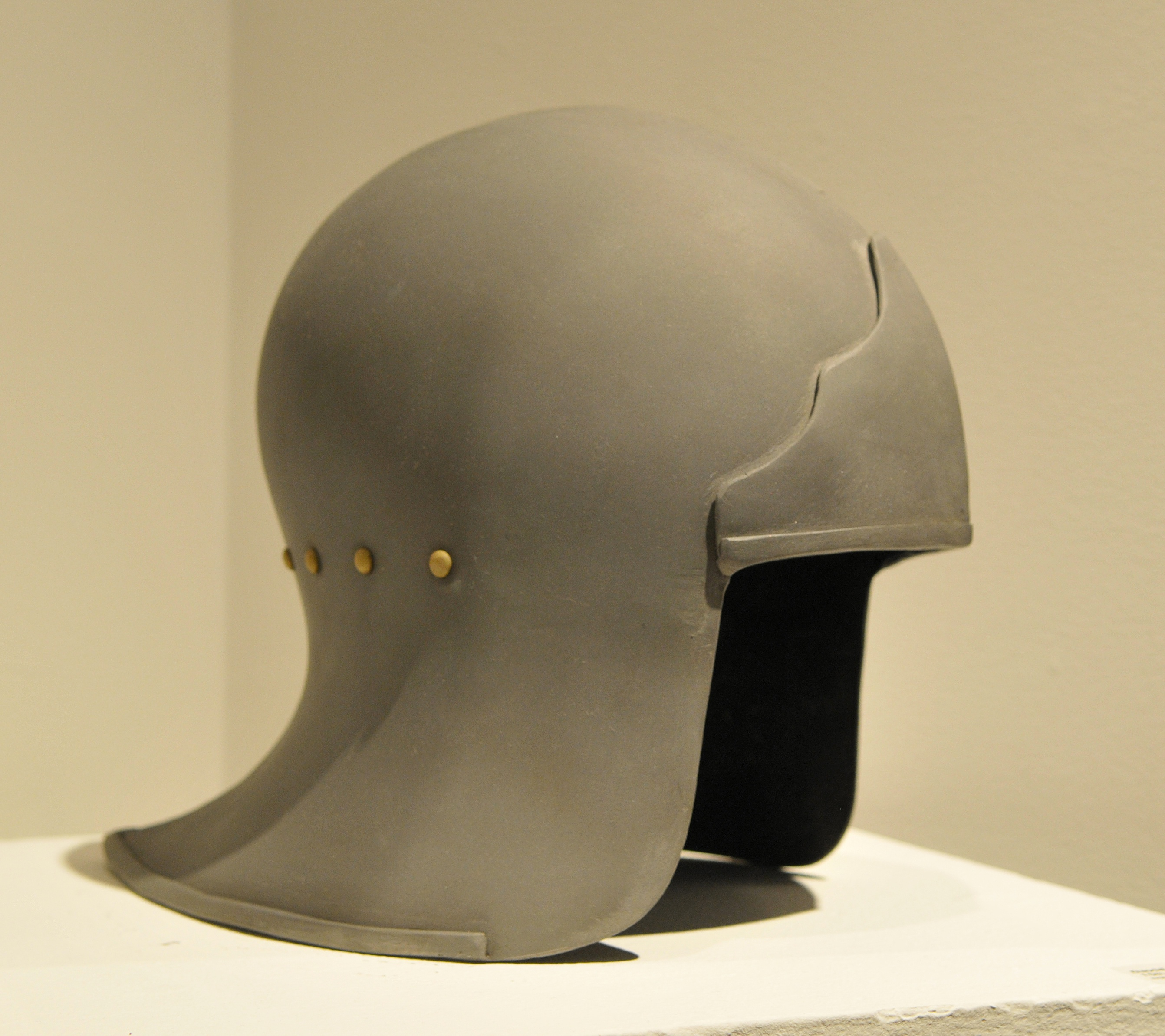 Why didn't the British keep the Brodie helmet design with their