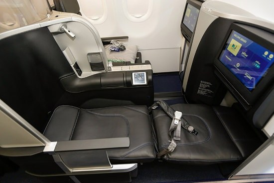 Decent 5 Hours Of Sleep In These Seats On A Red Eye Contrast To The Chair Experience Standard First Cl Cabins Domestic Flights