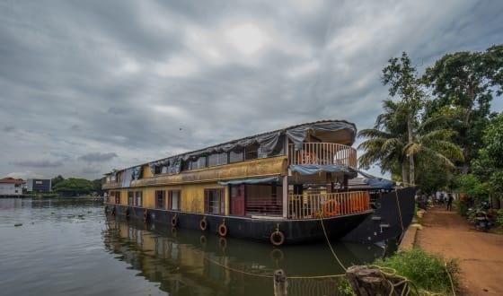 Ideal For Groups And Families This Double Storied Houseboat In Alleppey Traverses Through The Dreamlike Landscapes Of Kerala Backwaters