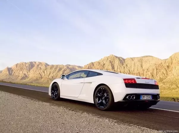 Does the Audi R8 have Lamborghini engine? If so, how does this ...