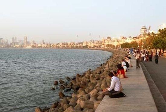मरीन ड्राइव (मुंबई) के पास समुंदर तट पर इतने सारे कंक्रीट ब्लॉक्स क्यों पडे  है? - Quora
