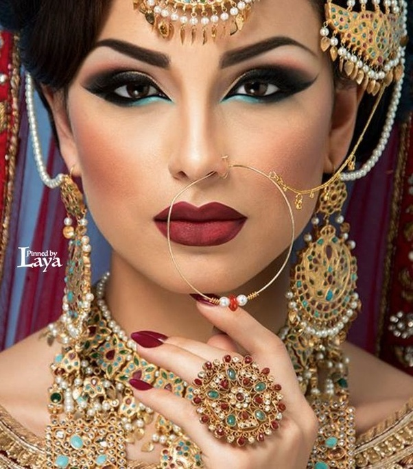 Doing Your Own Wedding Makeup: Why Do We Find A Best Salon For The Bridal Makeup?