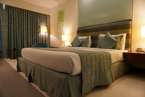 Which Hotels Are Safe For Unmarried Couples Near The Mumbai Domestic