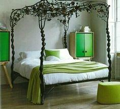 Attirant This Is A Simple Way To Decorate A Bedroom To Make It Forest Themed. This  4 Post Canopy Instantly Makes The Room Look Like It Is Part Of A Forest, ...