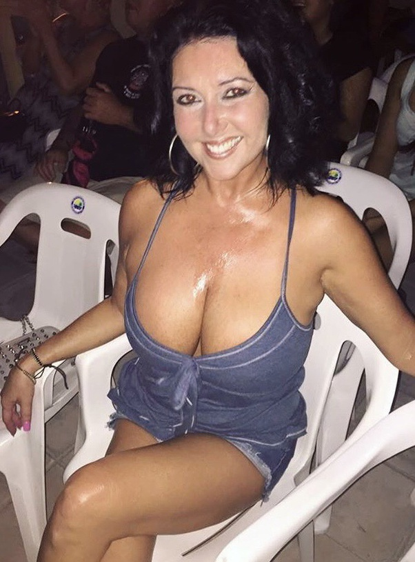 Masive dick nuting all over hot girls chest Have You Ever Had Someone Cum On Your Tits Quora
